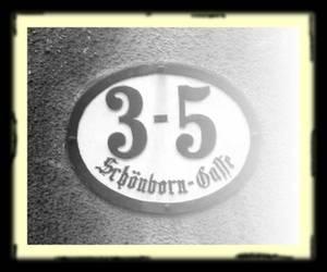 Schild mit der Hausnummer Schönborngasse 3-5
